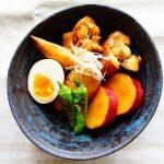 anan連載【旬を味わう♡美人レシピ♪】vol.40「サツマイモと鶏手羽の黒酢煮」