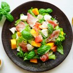 anan連載【旬を味わう♡美人レシピ♪】vol.87「マンゴーと生ハムのサラダ」